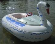 Надувные моторные лодочки для организации водного аттракциона в парках